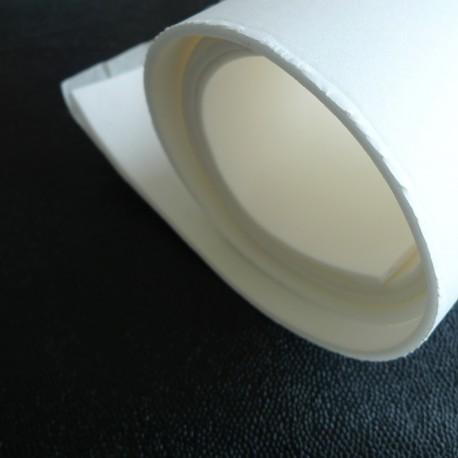 50 cm de Mousse blanche adhésive